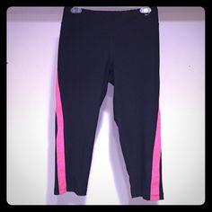 Xersion running Capri (M) Xersion running Capri. Worn a few times. No longer fits! Needs a new home!! Xersion  Pants Capris