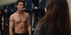 VJBrendan.com: Check Out Robbie Amell Pecs In 'The Duff' Movie Tr...