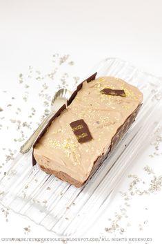 Bûche brownie, croustillant praliné et mousse légère au chocolat au lait