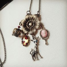 Queen Area Dream Catcher Necklace Lion Butterfly Pendant Dangling Feather Tassel Bead Charm Chain Jewelry for Women
