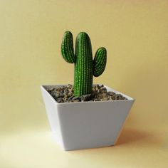 """galet peint """"cactus"""" dans pot en céramique blanc"""