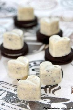 Cookies´n Cream Chocolates - Life Is Full Of Goodies - Pralinen/ Konfekt - Chocolates, Cookie Recipes, Snack Recipes, Dessert Recipes, Cookies Et Biscuits, Cake Cookies, Cream Biscuits, Making Cookies, Cinnamon Cream Cheeses