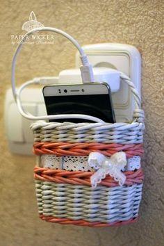 Soporte para cargar el móvil - Support for charging mobile - Jekatěrina Naukovič