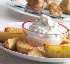Kartoffelspalten mit Gemüsequark für Kinder - Knusprige Kartoffelspalten aus dem Backofen mit einem Dip aus Quark, Möhren und Frühlingszwiebeln