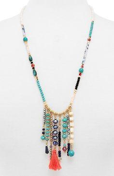Collar largo perla y chaquiras con borla y líneas de mostacilla
