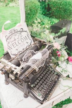 Welcome guests with a vintage typewriter. Event Design: Romancing The Stone Styling ---> http://www.weddingchicks.com/2014/05/08/shabby-chic-western-wedding/