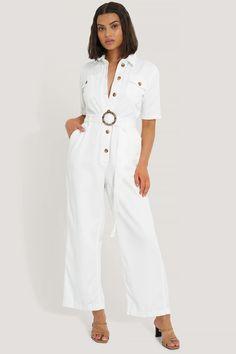 Den här miniklänningen har en engelsk brodyr överallt med