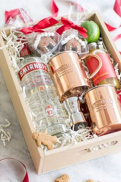 Put together a charming gingerbread Moscow Mule gift box / Holiday Entertaining / Christmas Gift / Cocktail Recipes / Holiday Hostess Gift