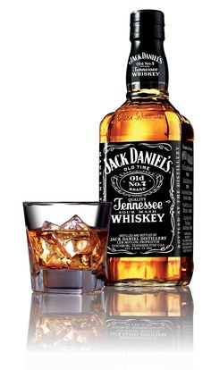 Did you know Jack Daniel's is made in a Dry County? Locals can't even buy a bottle! View 5 Facts about Jack Daniels Whiskey . Bebidas Jack Daniels, Festa Jack Daniels, Jack Daniels Sauce, Jack Daniels Bottle, Cigars And Whiskey, Scotch Whiskey, Bourbon Whiskey, Whiskey Bottle, Whiskey Girl