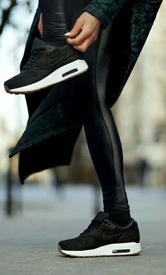 Via Mademoiselles World | All Black | Leather | Sneakers