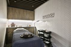 Situated in the center of the elegant Eixample district, next to Passeig de Gràcia, this salon is a popular destination for sophisticated travellers as well as local citizens accustomed to luxury and high-quality treatments.