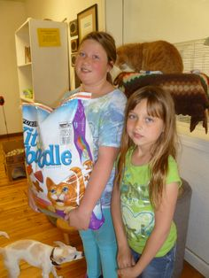 Rilee and Madison donate some cat food, thank you!