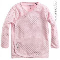 Bij Kidzunderwear kun je terecht voor schattige kledingsets, en heerlijk zachte basics voor newborns.. Rompertjes, wikkelrompers, kledingsets, boxpakj