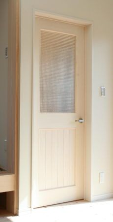 ホワイト木目仕上げのチェッカーガラスリビングドア 室内ドア製作事例