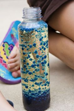 Crafts To Do With Kids this summer. Fun lava lamp that glows in the dark! - Crafts to do with kids - Crafts world Homemade Lava Lamp, Science For Kids, Science Fun, Summer Science, Preschool Science, Science Activities, Chemistry Experiments, Dementia Activities, Science Crafts