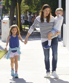 51908280 Estranged couple Ben Affleck and Jennifer Garner are seen leaving Cake Mix in West Hollywood, California with their children Violet, Seraphina, and Samuel on November 14, 2015. Ben is enjoying some family time after filming his new movie 'Live By Night' in Massachusetts & Georgia. FameFlynet, Inc - Beverly Hills, CA, USA - +1 (818) 307-4813