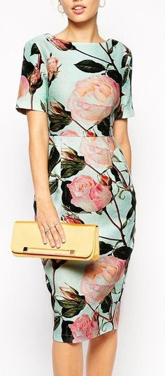 I love this rose print dress Floral Fashion, Modest Fashion, Fashion Outfits, Womens Fashion, Fashion Trends, Fashion News, Moda Floral, Beautiful Outfits, Cute Outfits