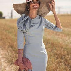 Os acabo de dejar en mi blog este espectáculo de look para invitadas de otoño e invierno. Este precioso vestido con manguita es de @blancaspina  y es ideal para llevar guantes de @lamatte_shop. El bolso es de mi querida @olvidomadrid y la pamela de @masario.es. Beauty de @marta_gamarra y los pendientes de @lavani.jewels. Y los zapatos que ya habéis visto de @salo_madrid Fotones de @segadecastro . . . #invitada #invitadaperfecta #invitadaideal #invitadaespecial #invitadaestilosa #boda…