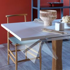 GUALTIERO EXTENDIBLE - 80-110-140 x 80x78h / Lacquered / canaletto legs