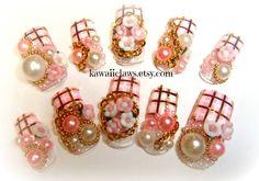 Plaid Princess-Pink gold Karo Nägel mit Perlen, Ketten und Rosen voll falsch bzw. falschen 3D Nagel japanische Lolita Kawaii Hime gyaru