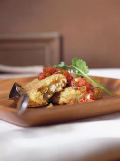 Ricardo's recipe: Crab Cakes with two Sauces Sauce Recipes, Seafood Recipes, Seafood Meals, Ricardo Recipe, Red Tomato, Crab Meat, Crab Cakes, Fish And Seafood, Sauces