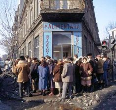 Romania before 1989 - queue for cheese and salami Romanian Revolution, Nostalgia, Forest Light, Abandoned Cities, Central And Eastern Europe, Historical Pictures, Warsaw, Old Photos, Childhood Memories