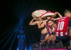 Las mejores imágenes del festejo de Chivas. La emoción y pasión se apoderó del Rebaño Sagrado que ganó su título de liga número 12, tras vencer a Tigres.