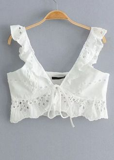 croptop elegantes Tie Front Crop Top in White Crop Top Dress, Tie Front Crop Top, Bodycon Dress With Sleeves, Crop Top Outfits, Cute Casual Outfits, Wide Leg Pants Outfit Summer, Sunmer Dresses, Mode Boho, Summer Outfits Women