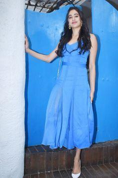 Multicolored Floral Printed Maxi Dress Flare Dresses V-Neck Short Sleeves Dress Janhvi Kapoor in Prabal Gurungs Blauem Kleid Blue Dresses, Casual Dresses, Short Sleeve Dresses, Summer Dresses, Formal Dresses, Bollywood Fashion, Bollywood Style, Indian Bollywood, Buy Dresses Online