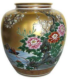 Japanese Antique Kutani Porcelain Vase with hand painting Mandarin Ducks motif