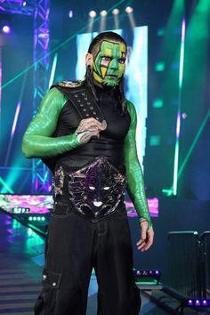 Jeff Hardy in green Wrestling Superstars, Wrestling Wwe, Jeff Hardy Face Paint, Hardy Brothers, Wwe Jeff Hardy, The Hardy Boyz, Catch, Cool Face, Wwe Wallpapers