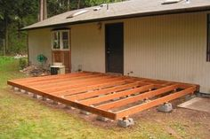 A deck makes a nice addition to a home creating additional outdoor living space. A homeowner may be a little wary of undertaking a deck project as pouring a concrete foundation may be an intimidating task for him. Using deck blocks practically eliminate Backyard Projects, Backyard Patio, Backyard Landscaping, Backyard Ideas, Landscaping Ideas, Pool Ideas, Pallet Patio Decks, Pallet Porch, Landscaping Around Deck
