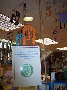 Biblioteca Joan Pelegrí: Màscares a la biblioteca