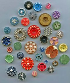SOLD: Lot of buffed celluloid and other plastic buttons vintage buttons