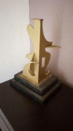 Escultura hecha a partir de láminas planas (mat. reciclados, Joaquín Mota