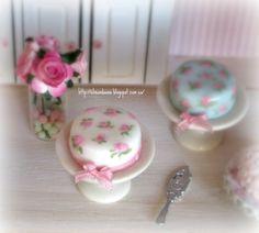 Tartas en porcelana fria y pintadas a mano