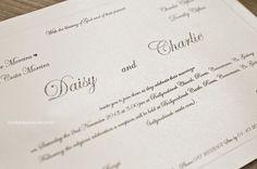 Detalhe do relevo americano e do texto com design clássico e chique.