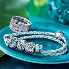More sneak peeks of the summer collection from @theofficialpandora and we are in love! ✨
