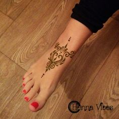 Pretty foot design by Henna Vibes #samoantattoos