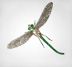 A dragonfly brooch, Russia, late 19th - early 20th century; gold, platinum, base metal, brilliants, rose-cut diamonds, emeralds, pearls.