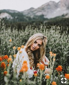 """Senior Picture Style Tips – IPA Senior Picture Style Tips – IPA More from my site Senior Pictures in a TV Friends theme – """"I'll Be There For You"""" – by Dallas Photographer Lisa McNiel When should I book my senior session?"""