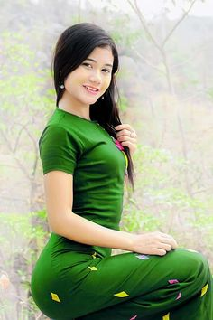 Myanmar Traditional Dress, Thai Traditional Dress, Traditional Outfits, Beautiful Model Girl, Beautiful Asian Women, Sexy Asian Girls, Indian Girls, Sitting Girl, Myanmar Women