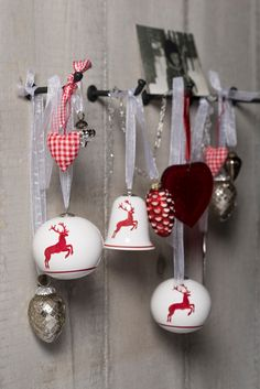#christmas #deer #christmastree #treedecoration #red #GmundnerKeramik #winter #gift Christmas Decorations, Christmas Ornaments, Holiday Decor, Christmas Deer, Cake Pops, Winter, Decorating, Home Decor, Gift