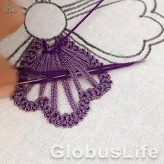 Hand Embroidery Patterns Flowers, Basic Embroidery Stitches, Hand Embroidery Videos, Embroidery Stitches Tutorial, Creative Embroidery, Simple Embroidery, Silk Ribbon Embroidery, Crewel Embroidery, Hand Embroidery Designs