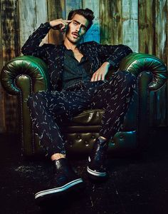 Model Jon Kortajarena photographed by Mike Ruiz for L'Officiel Australia. Styled by Kristine Kilty. Portrait Photography Men, Photography Poses For Men, Fashion Photography, Editorial Photography, Jon Kortajarena, Male Models Poses, Male Poses, Men Photoshoot, Editorial Fashion