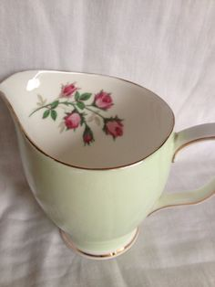 Duchess fine bone china milk jug. Green with gold trim and rose inside. on Etsy, 8,00 €