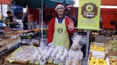 Bom dia :) Já esteve com o Pai Natal na praça? Venha conhecê-lo e conheça também as suas empadas, broas e bolachas, entre outros produtos que temos disponíveis por encomenda. #gramascomsabor #encomendasdenatal #praçadafruta