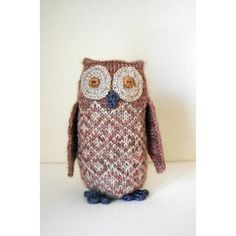 A cuddly companion or a pretty shelf sitter in the home. Tawny Owl is an ideal design for showcasing beautiful yarn and makes an excellent gift for all ages. The design uses small amounts of three different colours of 4 ply yarn, making it an ideal project for using left over sock yarn.