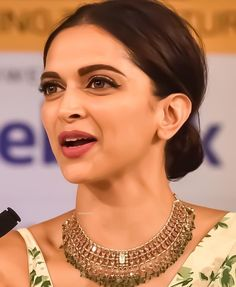 Gold Jewelry Design In India Anushka Sharma, Priyanka Chopra, Bollywood Jewelry, Bollywood Fashion, Deepika Padukone Saree, Deepika Padukone Hairstyles, Shraddha Kapoor, Ranbir Kapoor, Dipika Padukone