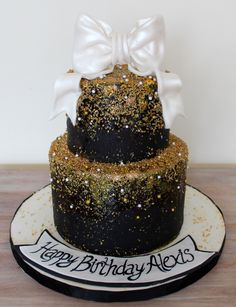 White black & gold birthday cake classe elegant with gold sprinkles and glitter reverse ombre and shiny bow